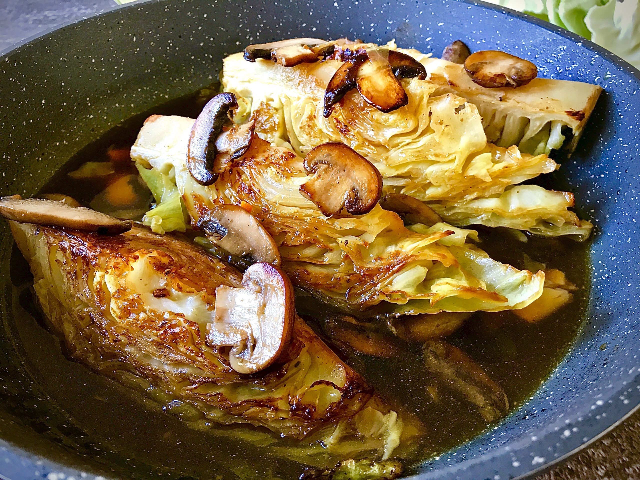 VEGAN BRAISED CABBAGE WITH MUSHROOM